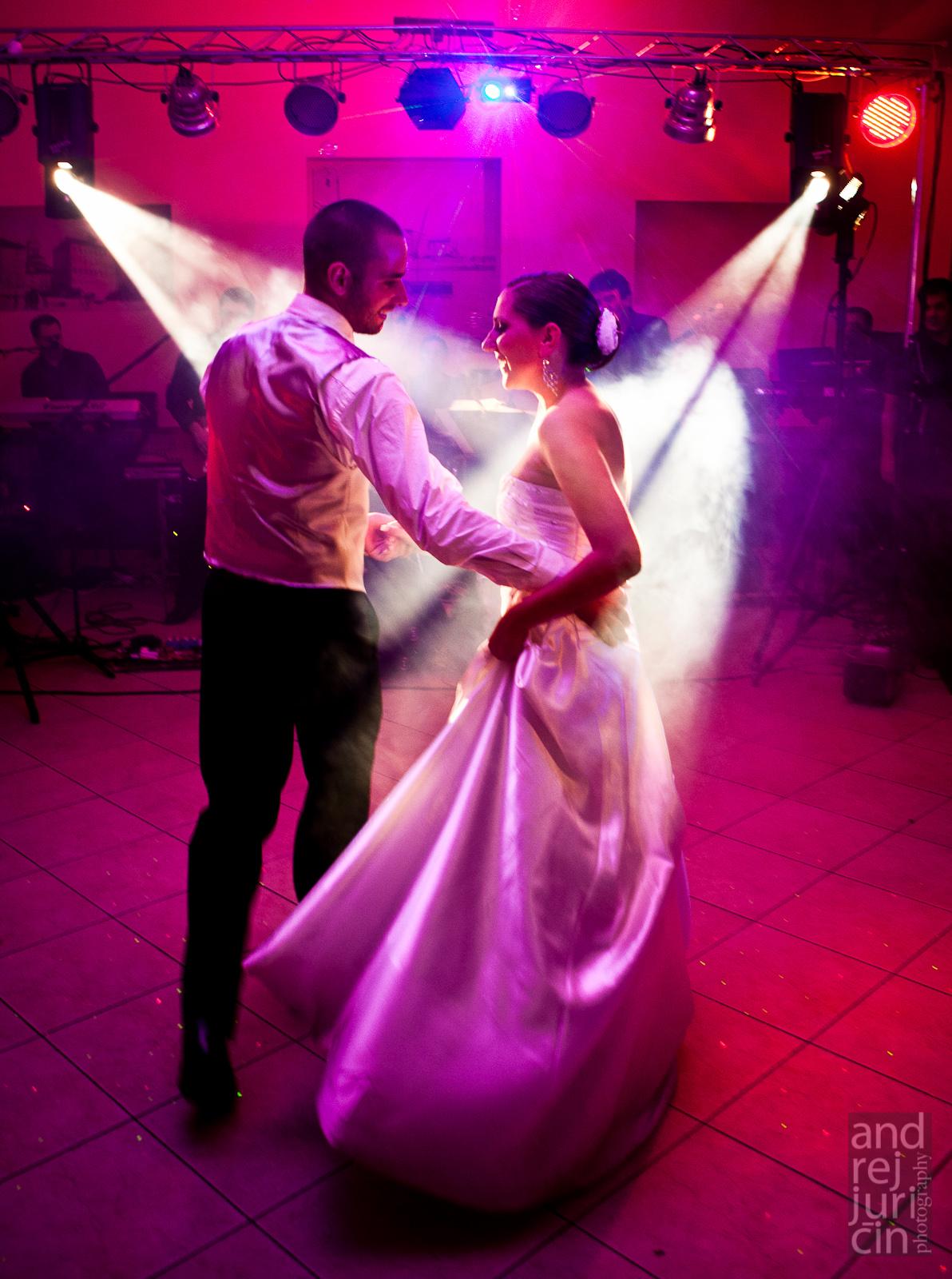 Rasvjeta za vjenčanja, rasvjeta za vjenčanja zadar, Rasvjeta na svadbi, Specijalni efekti na vjenčanju, Svjetlosni efekti na vjenčanjima, Svjetlosni efekti na svadbama, Light show za svadbe, dekorativno osvjetljenja prostora